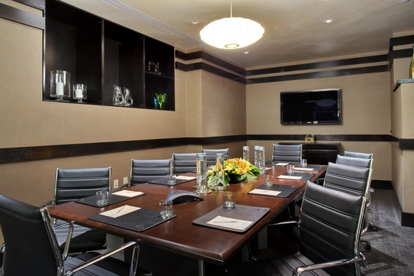 Photo of NYC / Tri-State event space venue Hilton New York Fashion District's Boardroom