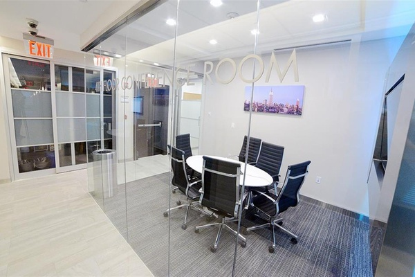 Photo of NYC / Tri-State event space venue Jay Suites Madison Avenue's MADISON AVENUE - 4TH FLOOR MEETING ROOM