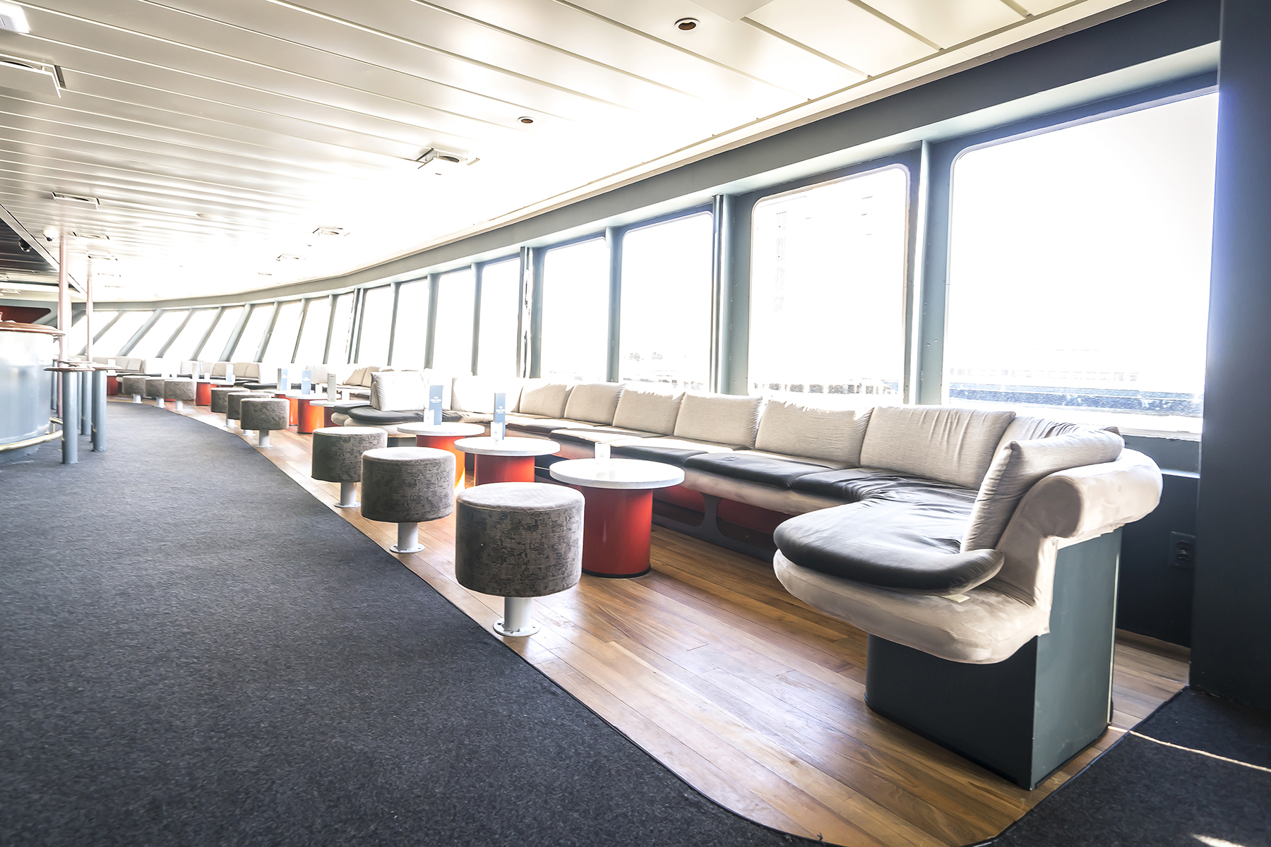 Photo #50 Hudson's Lounge at World Yacht