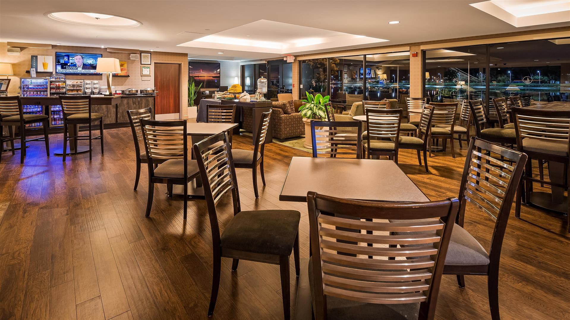Lounge event space at Executive Inn in Bay Area