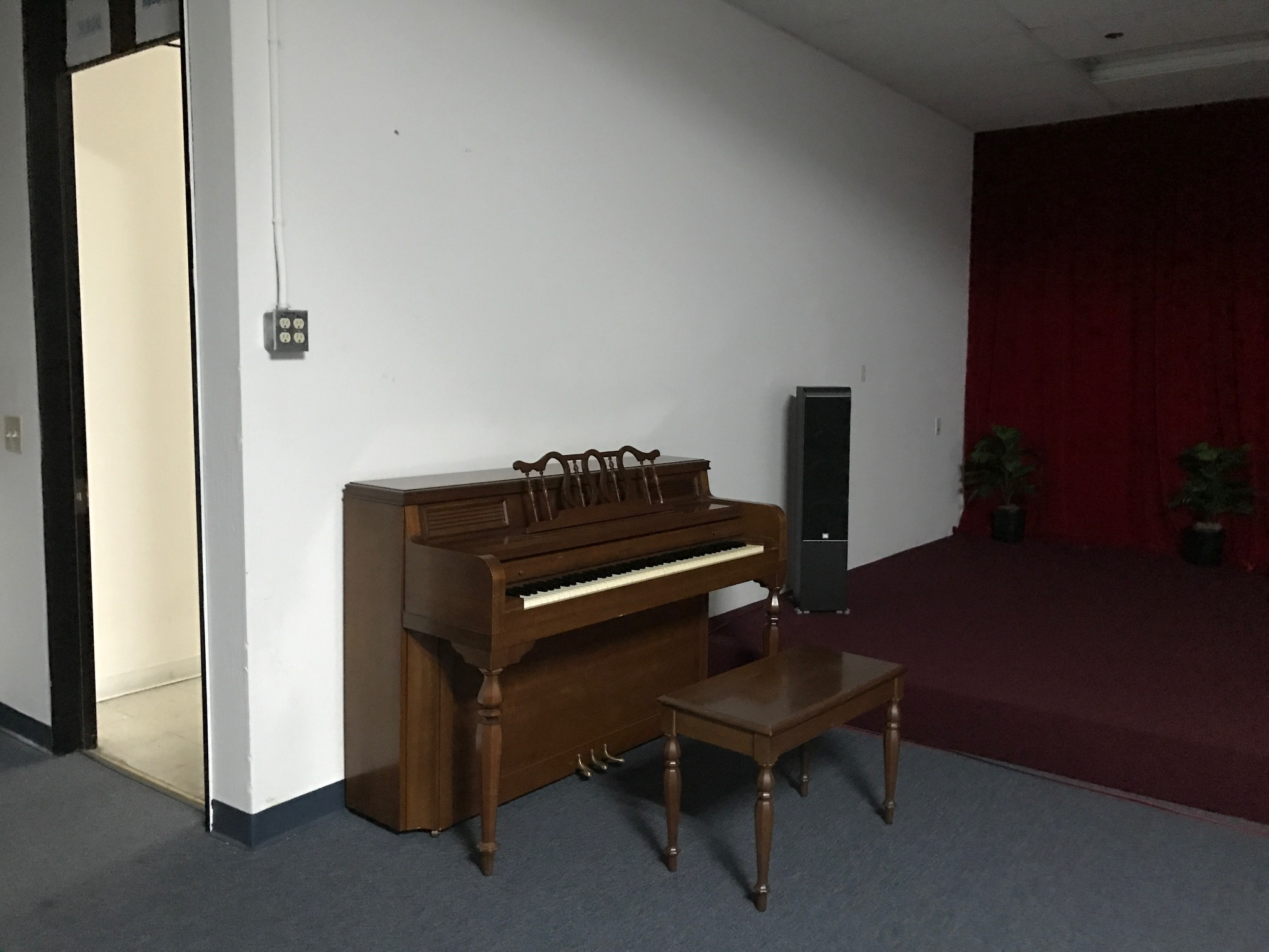 Photo #7 medium size party room for rent at Party room rental