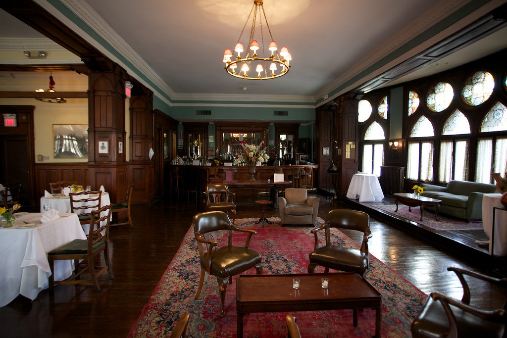 Photo #16 Bar and Dining Room at Montauk Club