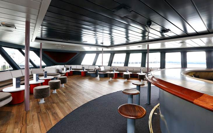 Photo #46 Hudson's Lounge at World Yacht