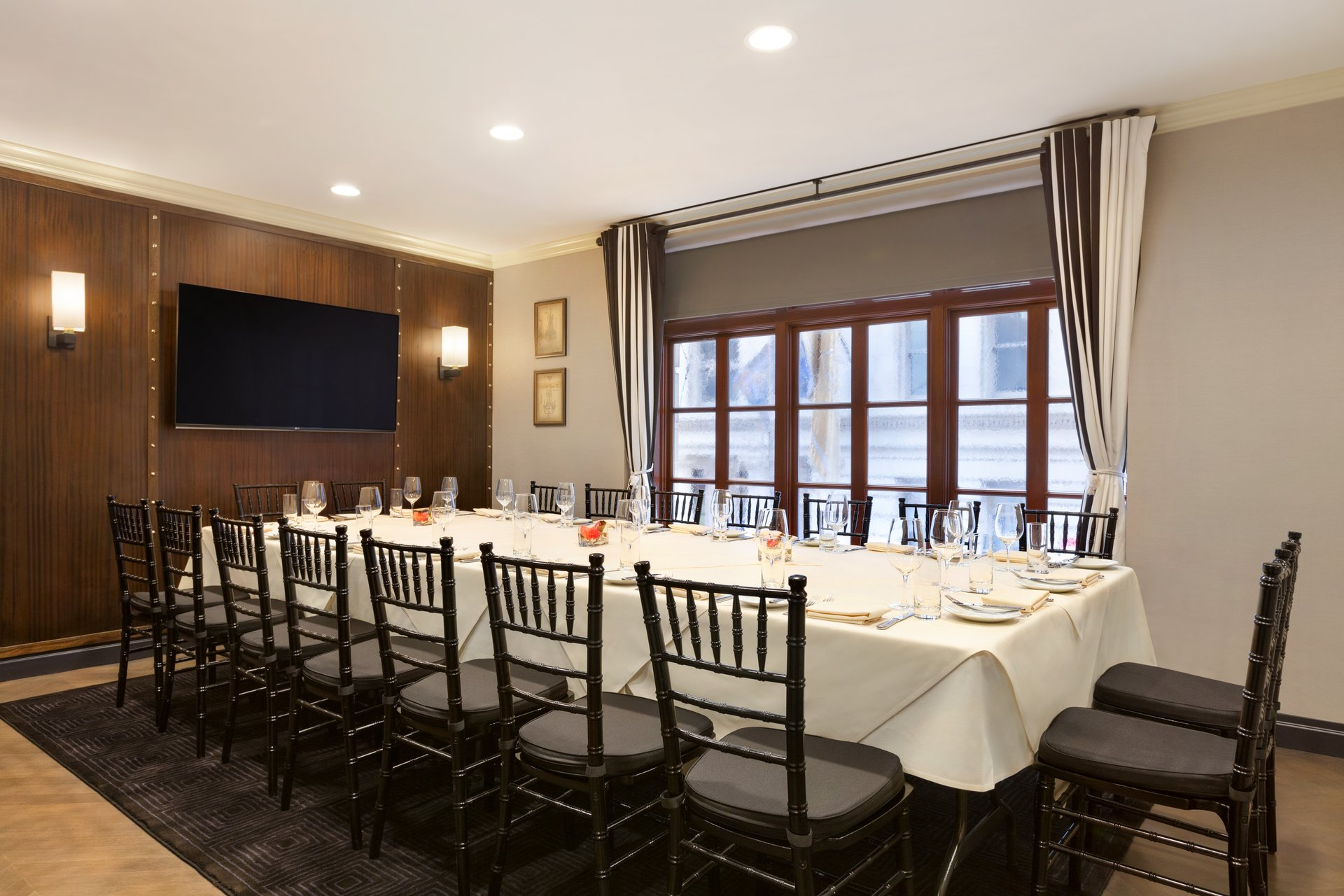 Photo #9 The Boardroom at The Iroquois Hotel